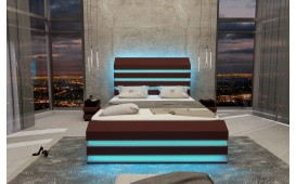 Letto Boxspring BERLIN in pelle con Topper e presa USB